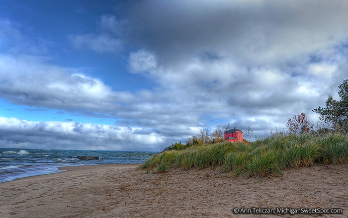 photo of lighthouse in Marquette MI